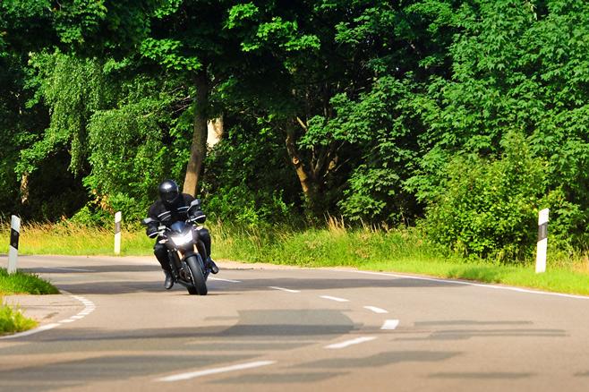 Motorrad-kurve6web