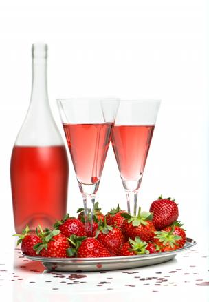 Erdbeersekt mit frischen Erdbeeren
