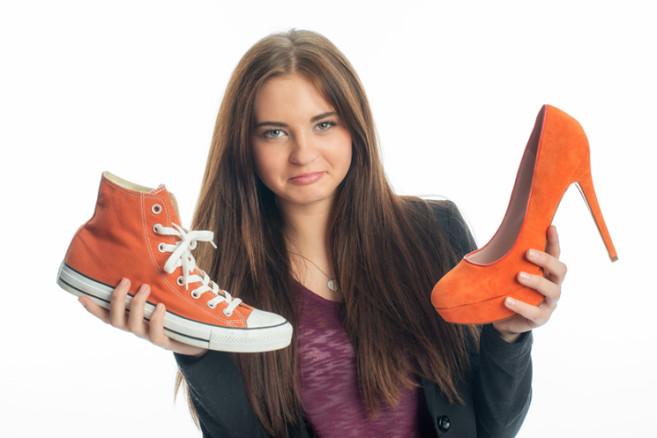Teenager mit Schuhen