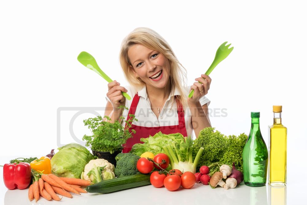Hausfrau mit Salat