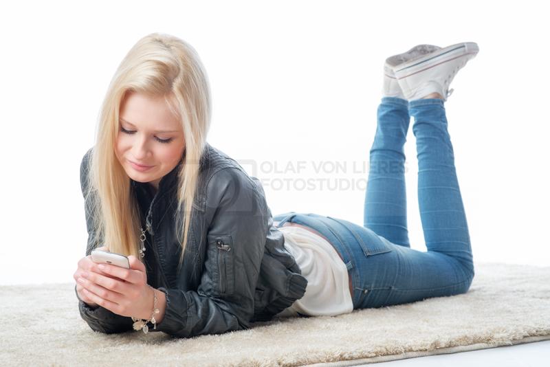 Stockfoto Teenager schreibt SMS