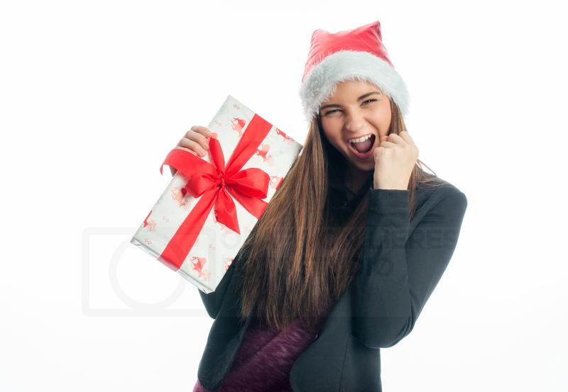 Jugendlicher mit Weihnachtsgeschenk