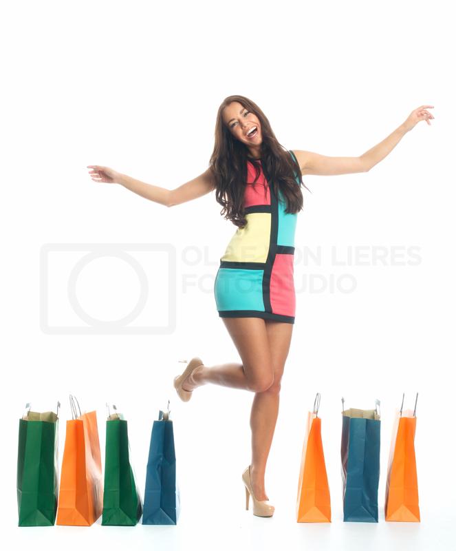 Stockfoto attraktive Frau mit Einkaufstaschen