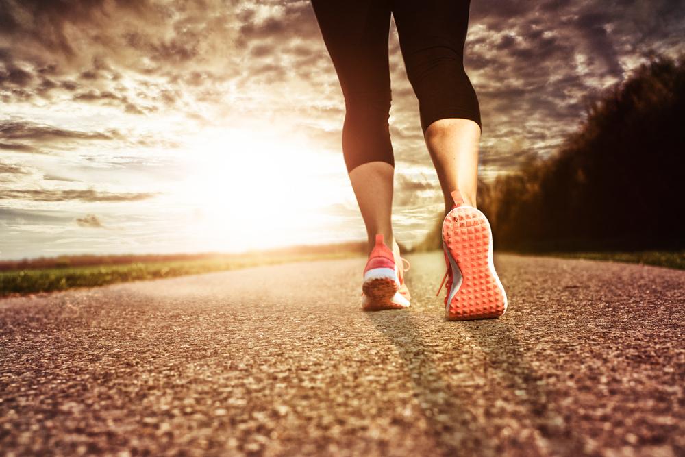 gegen die Sonne laufen