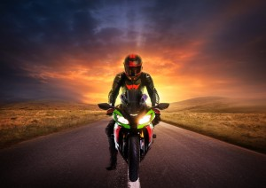 Motorrad vor Sonnenuntergang